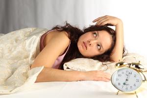Сколько женщине  нужно спать в сутки.