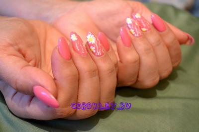 Красивые цветы на ногтях