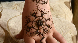 Индийские рисунки хной на руках