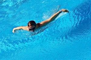 Что взять в бассейн ребенку