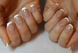 Классический французский маникюр на коротких ногтях