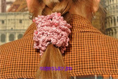 Как одеть резинку на волосы
