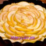 Простой пирог с яблоками и кремом