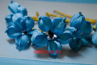 Синие цветы из бумаги