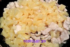 Курица с ананасами и карри