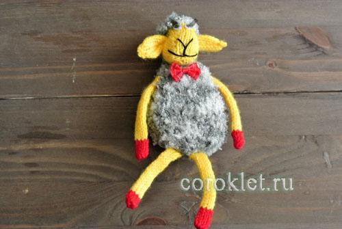 Сборка вязаной спицами овечки