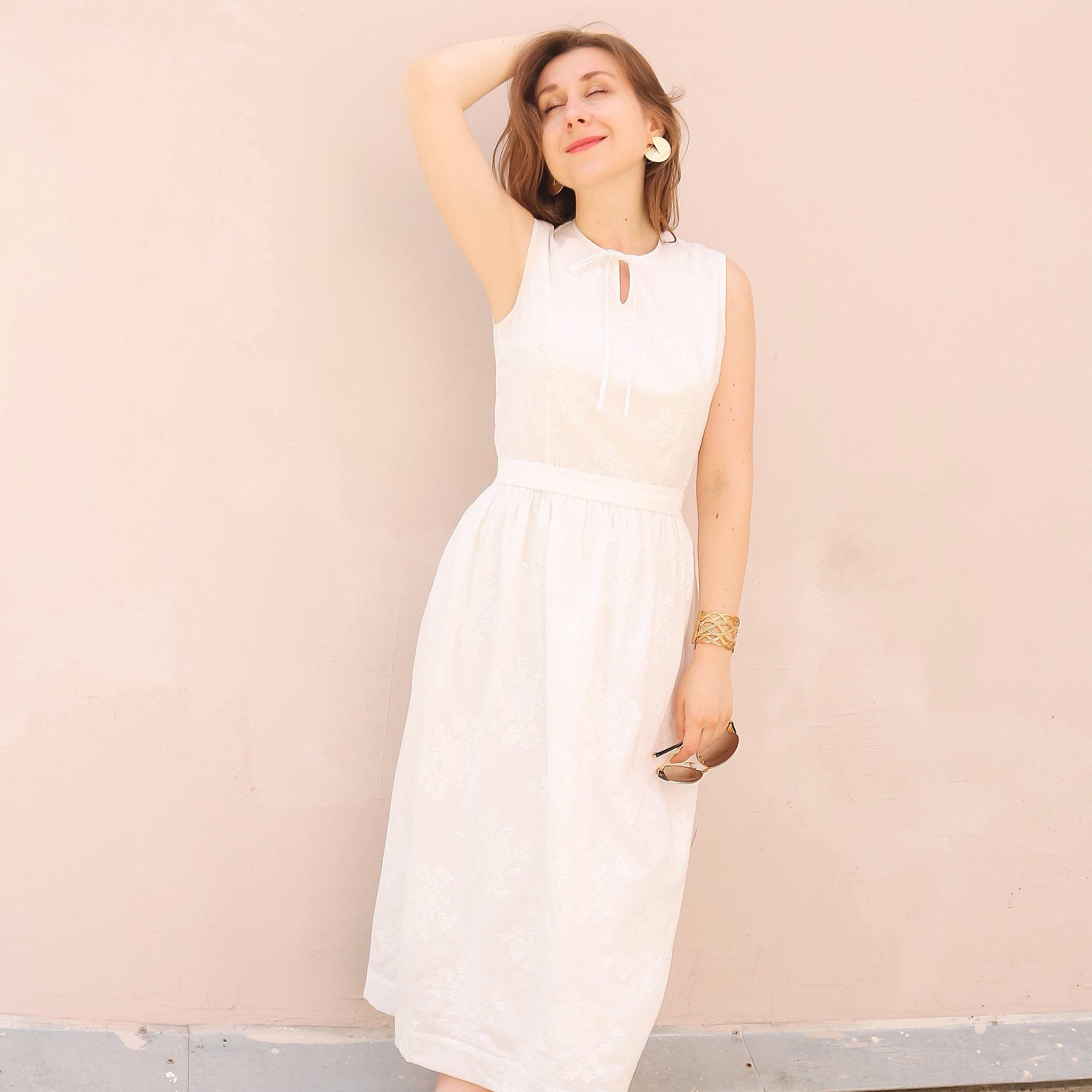О платье женщины